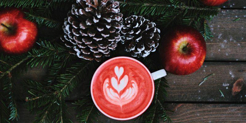 coffe with snow pinecones